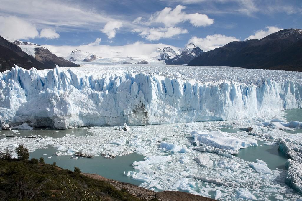 Perito_Moreno_Glacier_Patagonia_Argentina_Luca_Galuzzi_2005