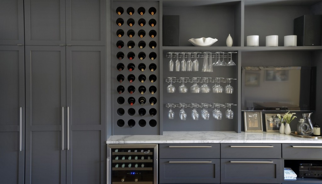 Top Knobs Pennington Bar Pulls grace this Maryland kitchen.