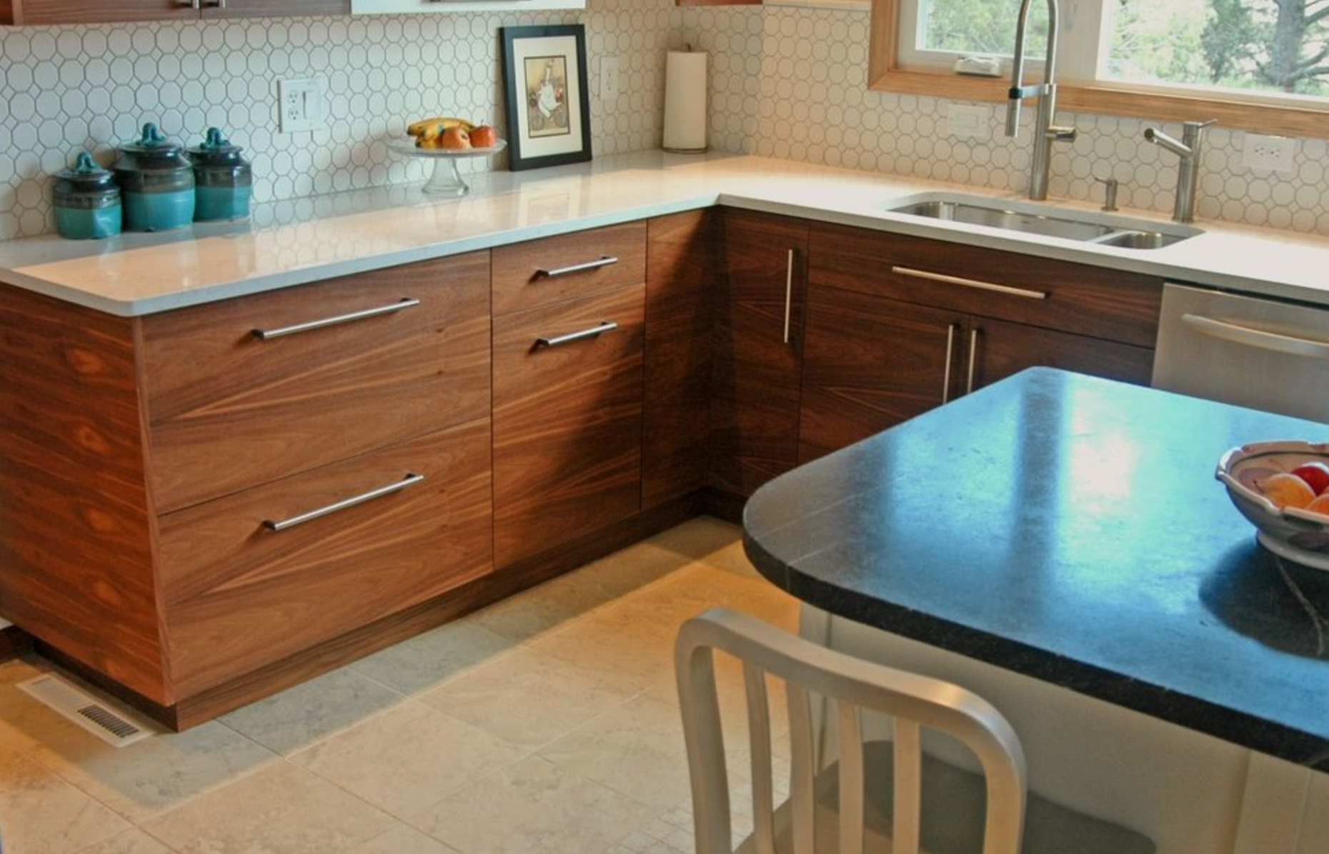 Beautiful Top Knobs Pennington Bar Pulls for a Contemporary Kitchen KW29