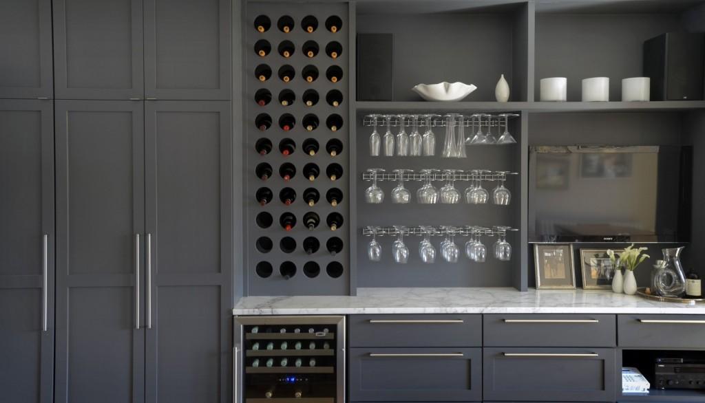 Top Knobs Pennington Bar Pulls grace this Maryland kitchen.